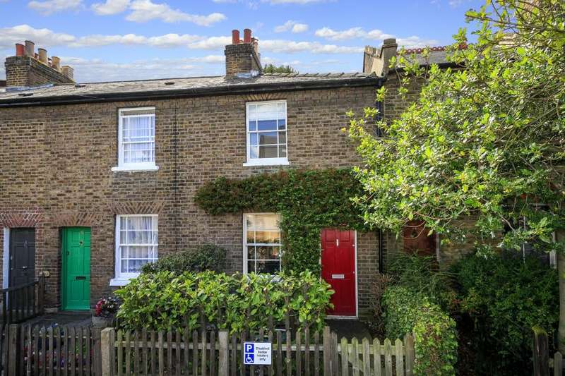 2 Bedrooms Cottage House for sale in Albion Road, Twickenham, TW2