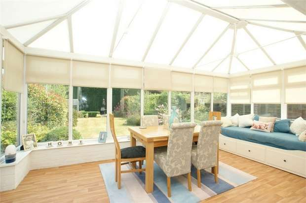 2 Bedrooms Detached Bungalow for sale in Arch Road, Hersham, WALTON-ON-THAMES, Surrey