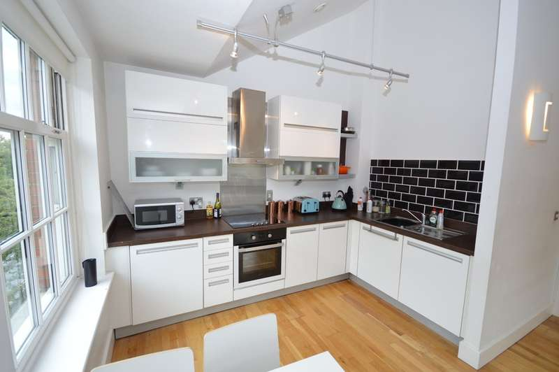 3 Bedrooms Flat for sale in Fern Bank, St Johns North, Wakefield