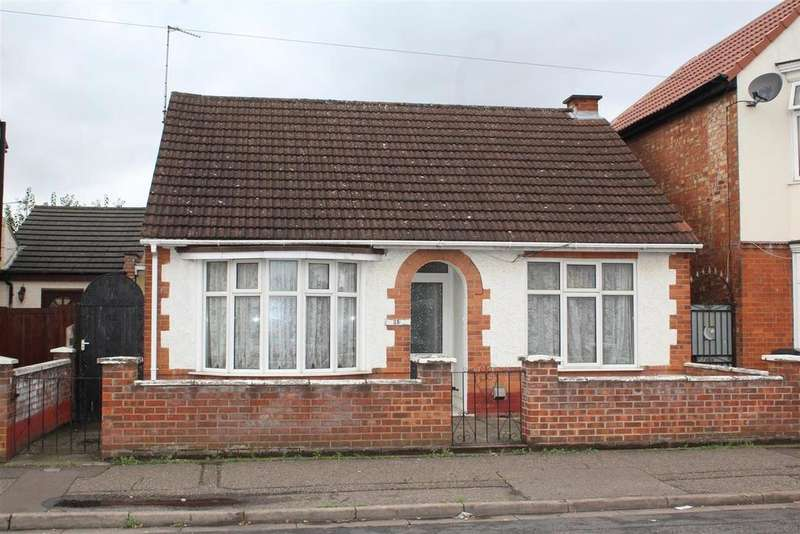 2 Bedrooms Detached Bungalow for sale in Silverwood Road, Peterborough