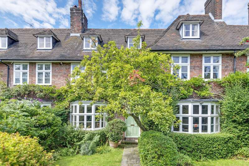 7 Bedrooms House for sale in Reynolds Close, Hampstead Garden Suburb