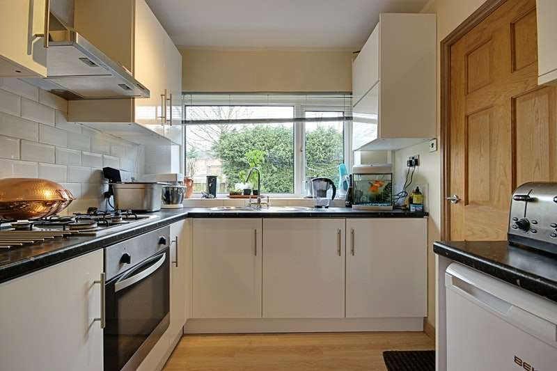 2 Bedrooms Detached House for sale in Briarmains Road, Batley, West Yorkshire, WF17