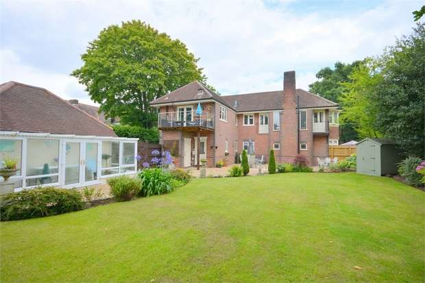 3 Bedrooms Flat for sale in Glenferness Avenue, Talbot Woods, Bournemouth