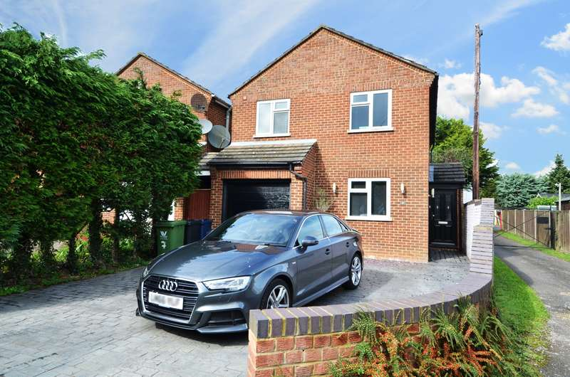 3 Bedrooms Detached House for sale in Magpie Lane, Flackwell Heath, HP10