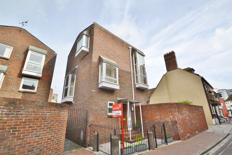 3 Bedrooms Terraced House for sale in Old Town/Quay