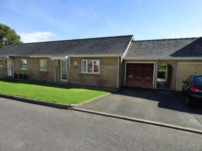 2 Bedrooms Bungalow for sale in Plas Tanrallt, North Street, Pwllheli, Gwynedd, LL53