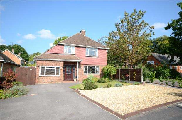 4 Bedrooms Detached House for sale in St. Johns Road, Farnborough, Hampshire