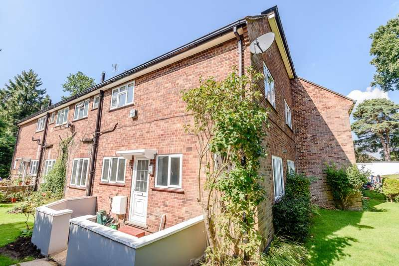 2 Bedrooms Flat for sale in South Woking
