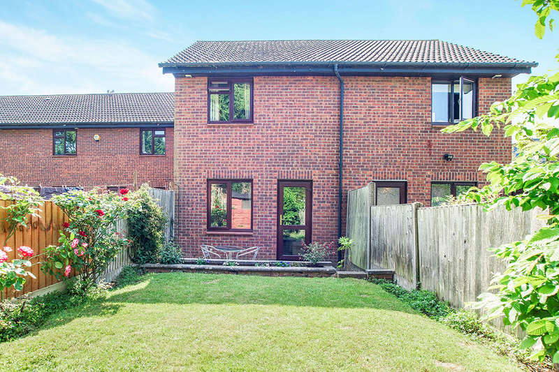 2 Bedrooms Semi Detached House for sale in Haygreen Close, Kingston Upon Thames, KT2