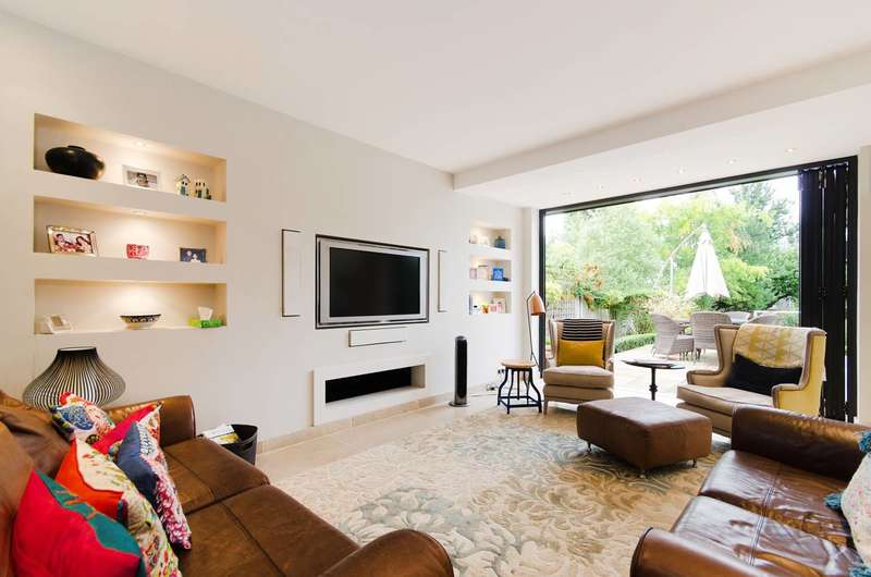 4 Bedrooms Detached House for sale in Northfield Avenue, Pinner, HA5
