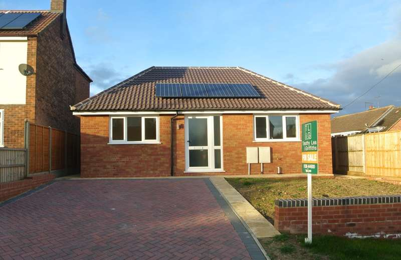2 Bedrooms Detached Bungalow for sale in Whitcroft Road, Pershore