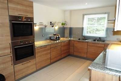 3 Bedrooms Flat for rent in Derby Road, Eastcliff