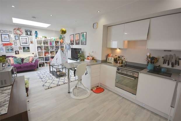 2 Bedrooms Flat for sale in Queens Road, Westbourne, Bournemouth