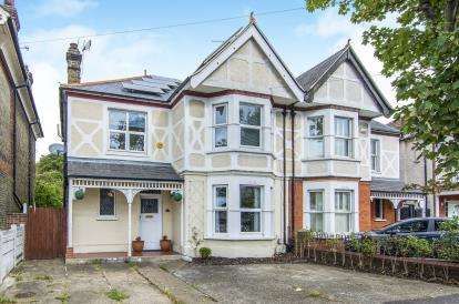 4 Bedrooms Semi Detached House for sale in Grays, Essex