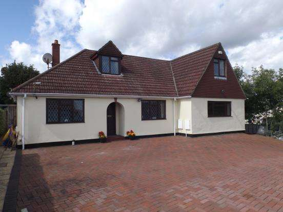 5 Bedrooms Bungalow for sale in Farnham, Surrey