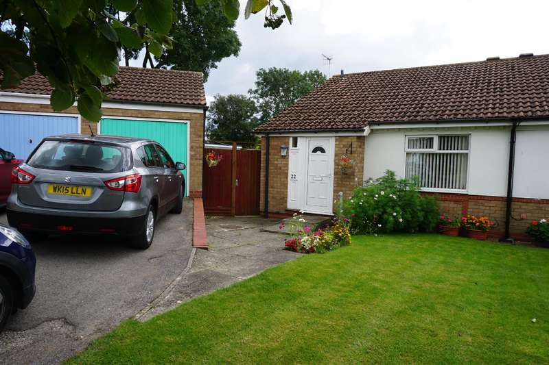 2 Bedrooms Semi Detached Bungalow for sale in East Carr, Cayton, Scarborough, YO11 3TS