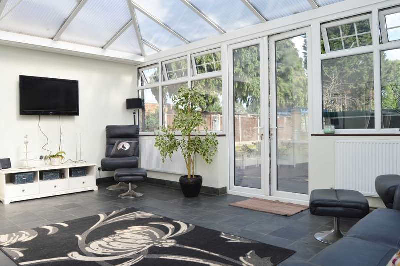 4 Bedrooms Semi Detached House for sale in Hornchurch Road, Hornchurch