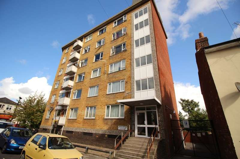 2 Bedrooms Flat for sale in Bramble Road, Southsea, PO4