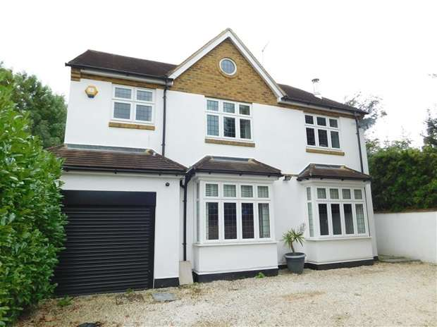 4 Bedrooms Detached House for sale in Hampton Court Way, Thames Ditton