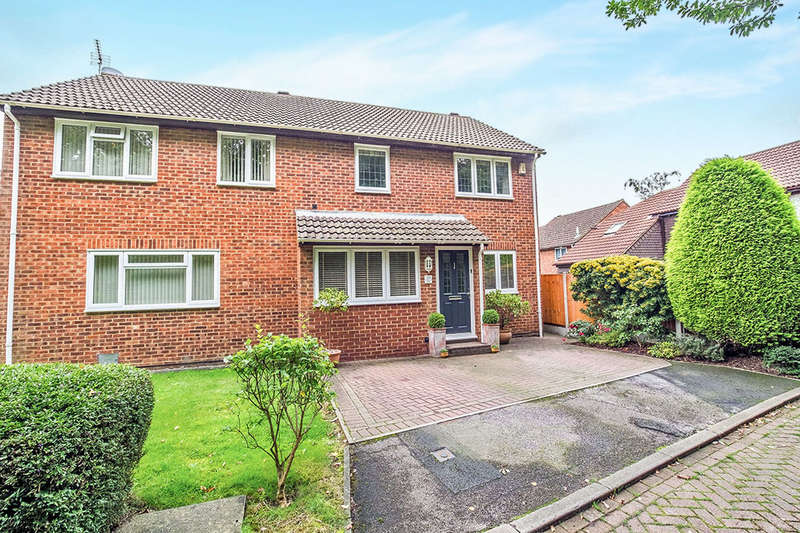 3 Bedrooms Semi Detached House for sale in Papion Grove, Walderslade Woods, Chatham, ME5