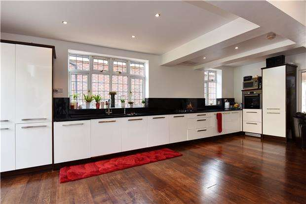 4 Bedrooms Semi Detached House for sale in Pollards Hill West, LONDON, SW16