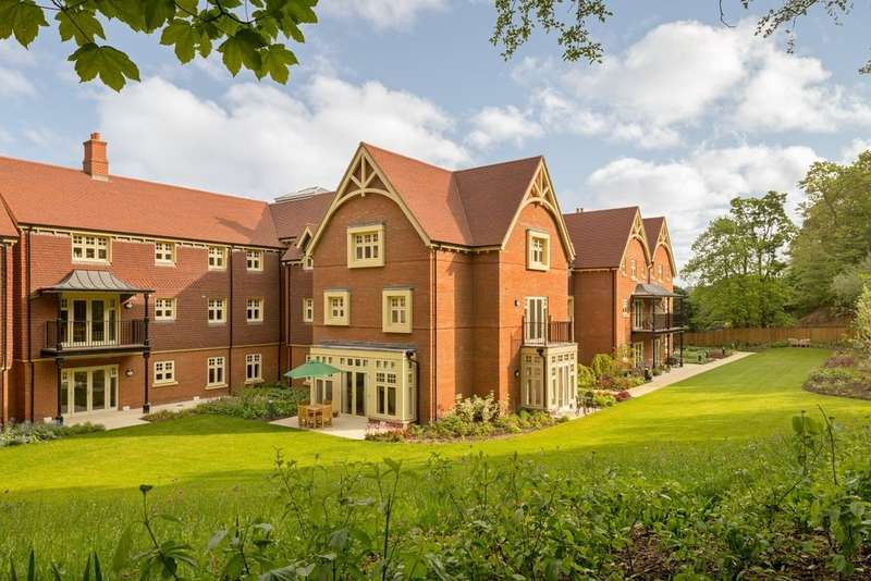 2 Bedrooms Flat for sale in Walmsley Place, Bishops Waltham