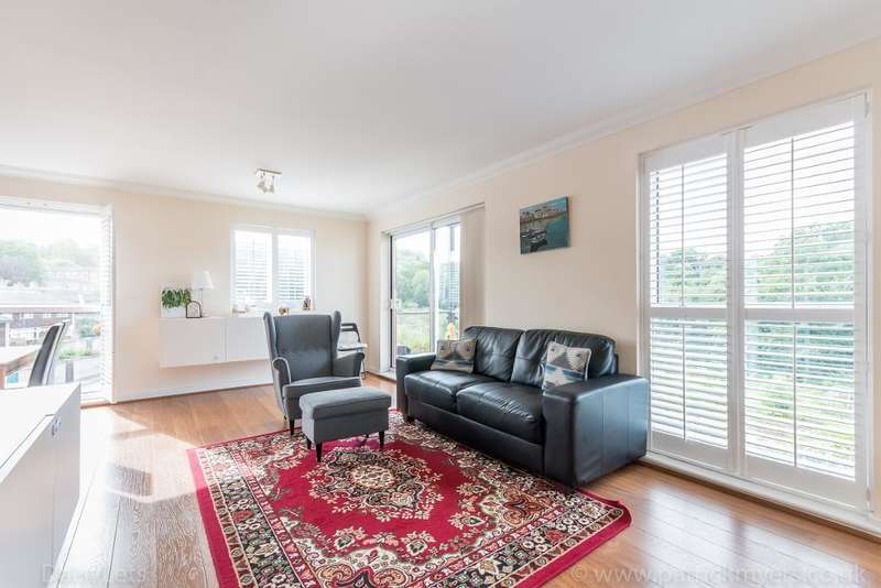 2 Bedrooms Flat for sale in Highwood Close, London, SE22 8NW