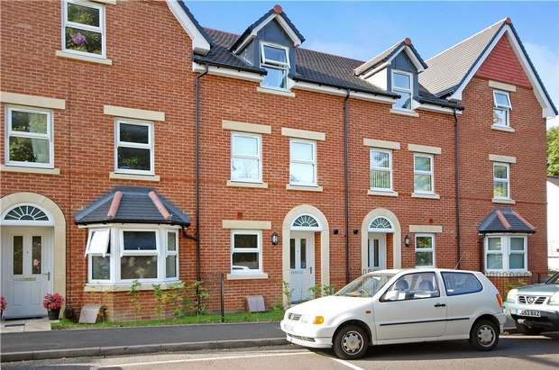 3 Bedrooms Town House for sale in Aldershot, Hampshire