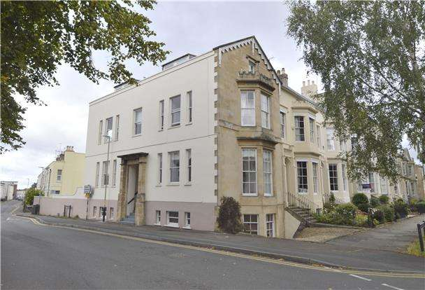 1 Bedroom Flat for sale in Clarence Square, CHELTENHAM, Gloucestershire, GL50 4JP