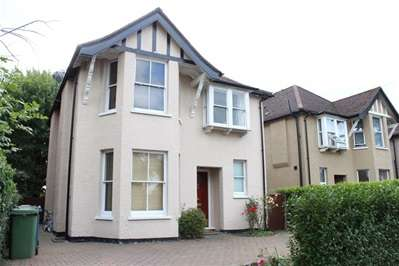 4 Bedrooms Detached House for sale in Weald Lane, Harrow Weald