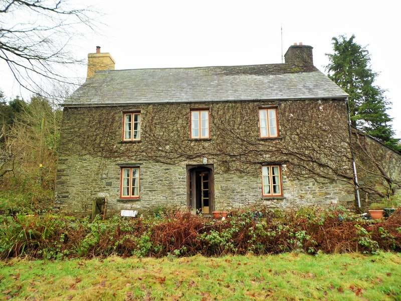 2 Bedrooms Detached House for sale in Llanybydder, Llanybydder, Carmarthenshire, SA40
