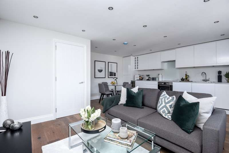 2 Bedrooms Apartment Flat for sale in Ellison Road, London, London, SW16