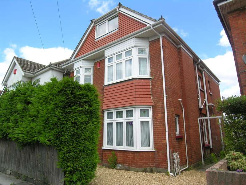 7 Bedrooms House for rent in 7 bedroom Detached House in Ensbury Park