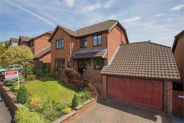 4 Bedrooms Detached House for sale in Humber Lane, Kingsteignton, Newton Abbot, Devon. TQ12 3DJ
