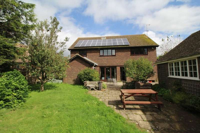 4 Bedrooms Detached House for sale in Fourteen Acre Lane, Three Oaks, Hastings, TN35