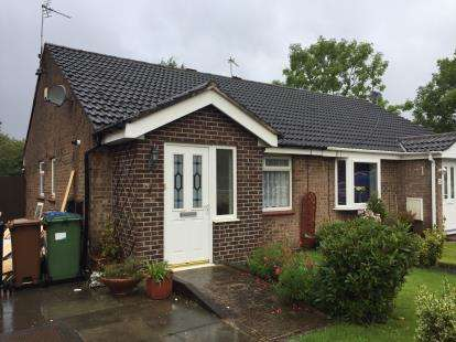 2 Bedrooms Bungalow for sale in Totnes Avenue, Bramhall, Greater Manchester