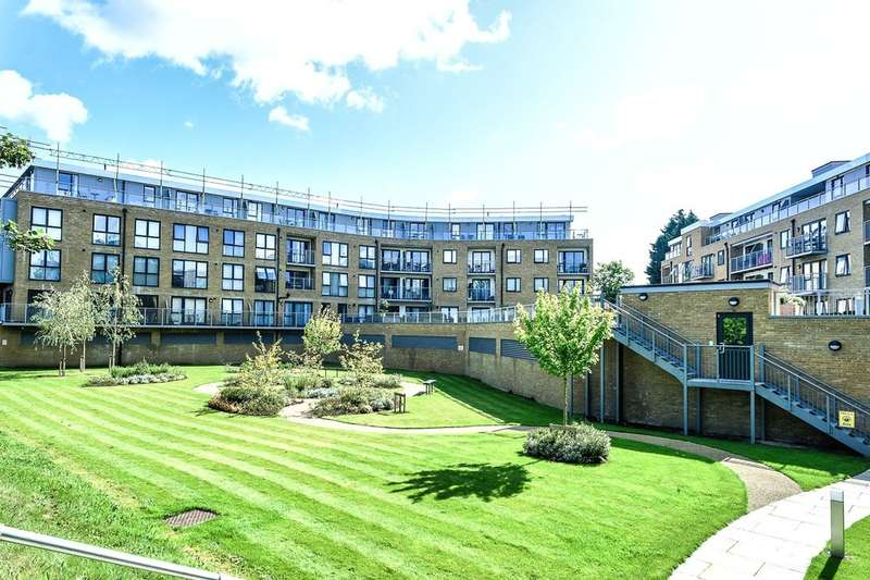 2 Bedrooms Flat for sale in Smeaton Court, Hertford