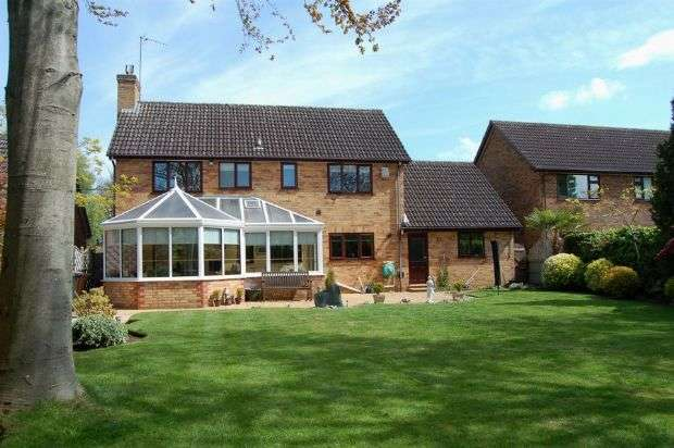 4 Bedrooms Detached House for sale in Pine Copse Close, Duston, Northampton NN5 6NF