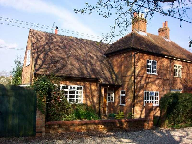 3 Bedrooms House Share for rent in Hendys Cottages, Summerlug, Mortimer Common, Berkshire, RG7