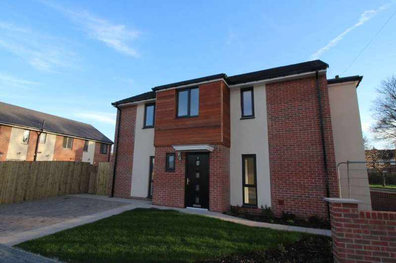3 Bedrooms Detached House for sale in Holly Tree Mews, Normanton, WF6
