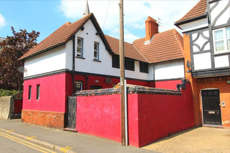 4 Bedrooms Detached House for sale in Paradise Street, Rhyl, LL18
