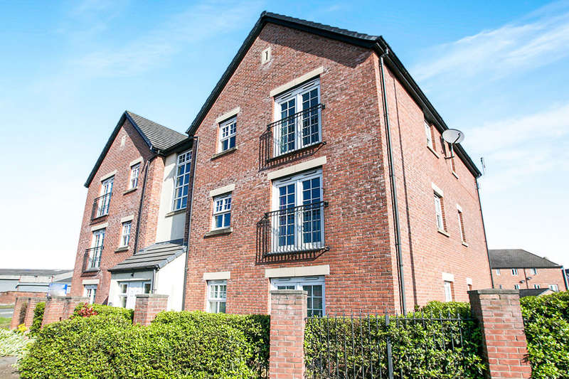 2 Bedrooms Flat for sale in Queens Court Regency Walk, Middlewich, CW10