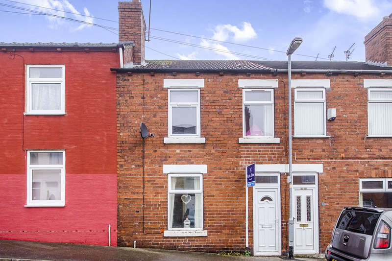 3 Bedrooms Terraced House for sale in Fairfield Avenue, Pontefract, WF8