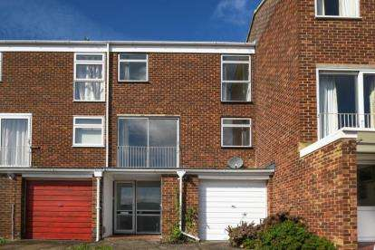 3 Bedrooms House for sale in Cameron Road, Bromley