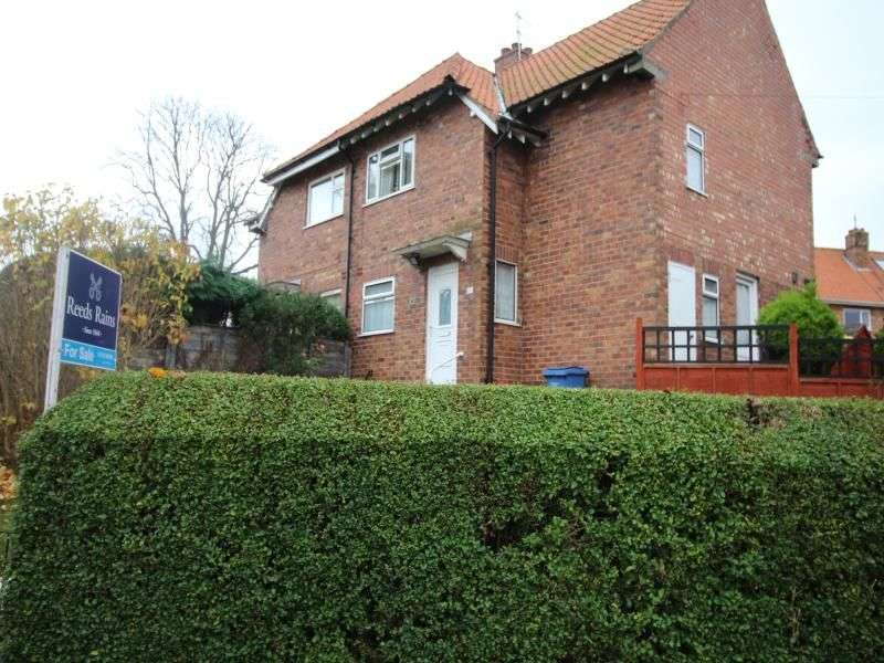 3 Bedrooms Semi Detached House for sale in Fieldside, Scarborough, YO12