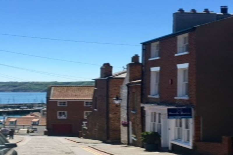 5 Bedrooms Semi Detached House for sale in Castlegate, Old Town, Scarborough, YO11