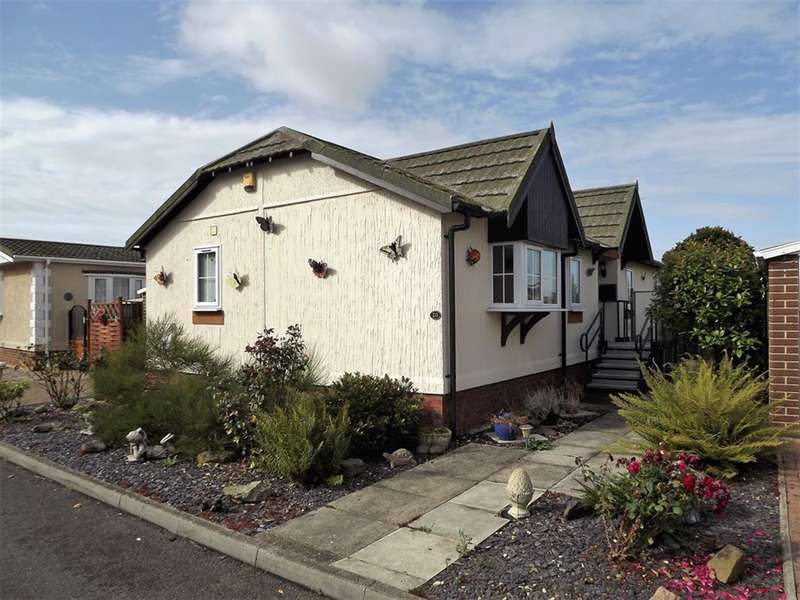 2 Bedrooms Bungalow for sale in Marina View, Dogdyke, Lincoln, LN4 4UT