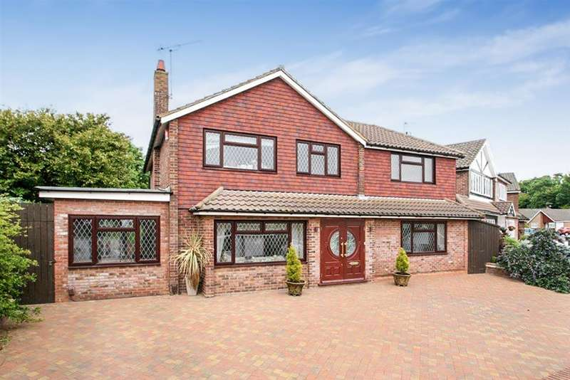 4 Bedrooms Detached House for sale in Wren Crescent, Bushey