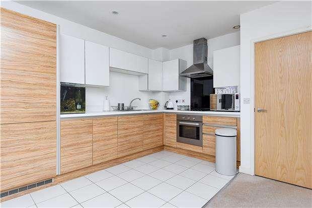 2 Bedrooms Flat for sale in Jupiter House, Esquiline Lane, Mitcham, Surrey, CR4