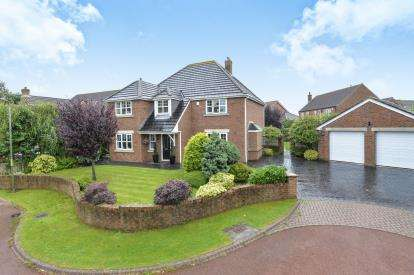 4 Bedrooms Detached House for sale in Danes Brook Court, Ingleby Barwick, Stockton On Tees